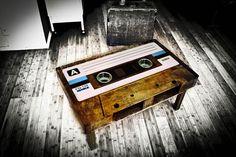 Fantástica mesa de centro retro en forma de casete
