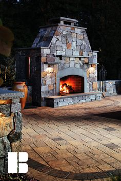 Over the last decade, outdoor fireplaces have continued to be a rising trend in outdoor living design. A fireplace provides an elegant focal point that visually transforms a patio into an outdoor living room, creating a warm and inviting atmosphere. Outdoor Fireplace Designs, Outdoor Fireplaces, Fire Pit Construction, Custom Fire Pit, Modern Fire Pit, Portable Fire Pits, Gas Fire Table, Wood Burning Fire Pit, Fire Pit Designs