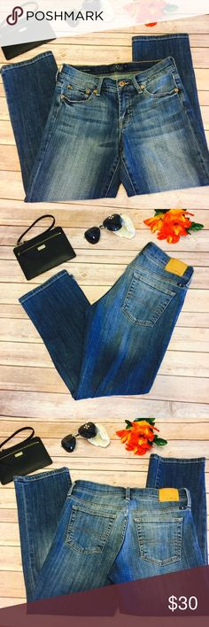 """🍁SALE🍁 Lucky Brand Easy Rider Crop Jeans 2/26 Lucky Brand """"Easy Rider Crop"""" Cropped Jeans/Capris. Excellent Condition Like New! Waist Is Approx 14 1/2"""" Inches Flat And Approx 26"""" Inseam Lucky Brand Jeans Ankle & Cropped"""