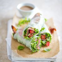 A non-traditional spring roll made with bacon, lettuce and tomato. This BLT spring roll is low carb, gluten free and fun to make for parties.