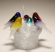 Six colorful birds perch on the edge of the basin, the deep bowl with textured surface of applied clear trailing. Very good condition. Art Of Glass, Glass Artwork, Cut Glass, Glass Ball, Glass Bird Bath, Glass Birds, Glass Figurines, Glass Animals, Venetian Glass