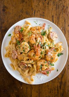 This Cajun shrimp fettuccine alfredo is packed full of flavor and perfect for busy weeknights! Plus it's ready in just 30 minutes! Only use the Cajun spice Shrimp Fettucini Recipes, Shrimp Alfredo Recipe, Shrimp Fettuccine Alfredo, Pasta Alfredo, Seafood Alfredo, Homemade Fettuccine, Alfredo Sauce, Cajun Recipes, Foodies