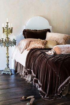 Plush, lush and indulgent - what's not to love about this!  ?  I'm thinking a luxurious night's sleep   :)    la-la-la-bonne-vie:  Nite! ;)