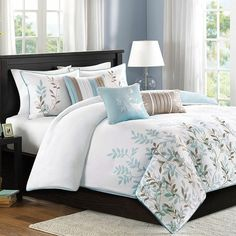 Outfit your master suite or guest room in natural-chic style with this charming duvet set, showcasing a leaf motif.  Product: