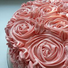 This custard buttercream (German buttercream) is a very rich, tasty buttercream icing that works great for decorating cakes or 24 cupcakes. Fluffy Buttercream Frosting, Buttercream Recipe, Frosting Recipes, Cupcake Recipes, Sugar Cookie Icing, Cake Icing, Sugar Cookies, Cupcakes, Cupcake Cakes