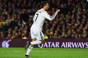 Cristiano Ronaldo del Real Madrid CF celebra como él anota su primera y la igualación de gol durante el partido de Liga entre el FC Barcelona y el Real Madrid CF en el Camp Nou el 22 de marzo de 2015, de Barcelona, España.