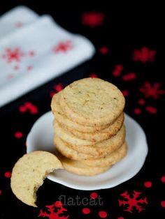 Keksz Blog: Vajas parmezános kekszek zöld borssal Vaj, Cookies, Breakfast, Blog, Crack Crackers, Morning Coffee, Biscuits, Blogging, Cookie Recipes