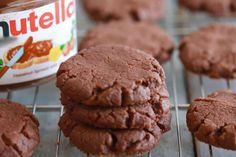 Nutella cookies with thermomix. Discover the Nutella Cookies Recipe, quick and easy to make at home using your thermomix. Desserts Nutella, Nutella Cookies, Nutella Recipes, Easy Desserts, 3 Ingredient Sugar Cookie Recipe, 3 Ingredient Nutella Brownies, Sugar Cookies Recipe, Baking Cookies, Oven Recipes
