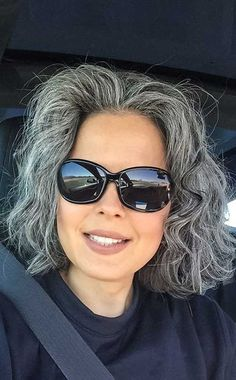 <p>Nur weil du in einem bestimmten Alter sind, bedeutet nicht, dass Sie sollten stick mit Bohrung kurze Haarschnitte. Es gibt viele verschiedene Frisur-Ideen für Frauen über 50, die machen Sie jünger Aussehen, modern und stilvoll. 1. Ash Grey Bob Frisur für Über 50 Graues Haar kann Sie älter Aussehen, aber ash grey hair color ist […]</p>