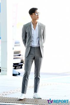 Summer Fashion Tips .Summer Fashion Tips Hot Korean Guys, Korean Men, Korean Actors, Asian Actors, Mens Casual Suits, Mens Suits, Park Seo Jun, Korean Outfits, Korean Clothes