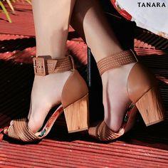 Aqui vai um jeito de deixar a sexta-feira ainda melhor: com uma sandália maraviLINDA!  É #tanarabrasil claro. Referência N7803