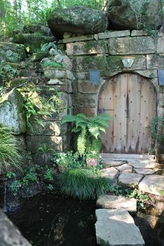 Beautiful Portals  This is Jim Scott's garden on Lake Martin, AL