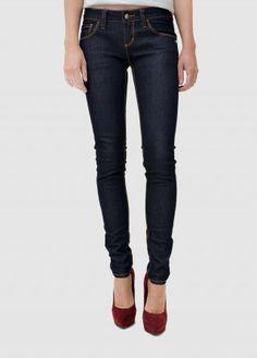 Klassische Skinny Jeans für jede Gelegenheit! Die will man gar nicht wieder ausziehen. Dein neuer Begleiter ist zudem fair produziert und aus Bio-Baumwolle.