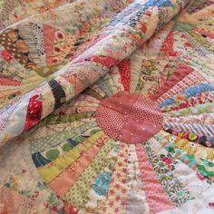 Dresden Plate Patterns, Dresden Plate Quilts, Quilt Block Patterns, Quilt Blocks, Antique Quilts, Vintage Quilts, Antique Toys, Quilting Projects, Quilting Designs