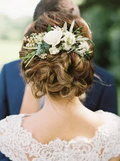 College Sweethearts Tie The Knot In True Southern Style - - A Georgia garden wedding that proves springtime in the South has never looked so good. Floral Wedding Hair, Wedding Hair Pins, Floral Hair, Wedding Stuff, Wedding Flowers, Floral Headpiece, Headpiece Wedding, Wedding Veils, Bridal Headpieces