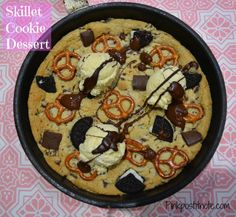 Chocolate Chip Cookie Skillet Dessert from pinkpostitnote.com Love Chocolate, Chocolate Desserts, Easy Desserts, Delicious Desserts, Quick Cookies, Skillet Cookie, Lunch Box Recipes, Chocolate Chip Cookie Dough, Cookies Et Biscuits