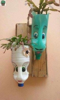 plastic bottle art DIY Face Shaped Painted Plastic Bottle Planters - Balcony Decoration Ideas in Every Unique Detail Plastic Bottle Planter, Reuse Plastic Bottles, Plastic Bottle Crafts, Recycled Bottles, Recycled Decor, Recycled Crafts, Hanging Flower Pots, Flower Garden Design, Bottle Garden