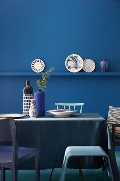"""Fifty Shades of Blue: hier """"Mazarine"""", """"Marine Blue"""", """"Air Force Blue"""" und """"Ultra Blue"""", alle von Little Greene. (Foto: Little Greene) Little Greene Paint, Little Greene Farbe, Blue Rooms, Blue Walls, Snorkel Blue, Blue Furniture, Kitchen Furniture, Blue Home Decor, Home Interior Design"""