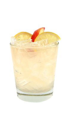 Kentucky Peach is a yellow drink made form Smirnoff peach vodka, Kentucky straight bourbon whiskey, lemonade and simple syrup, and served over ice in a rocks glass. Peach Vodka Drinks, Cocktail Drinks, Fun Drinks, Yummy Drinks, Cocktail Recipes, Yummy Food, Cocktails, Beverages, Lemonade 5