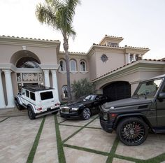 G Class / Rolls Royce 10 Basic Things Every Car Owner Should Know It's so easy to get a car these days. My Dream Car, Dream Cars, Mercedes Benz G Class, Top Luxury Cars, Fancy Cars, Luxe Life, Future Car, Amazing Cars, Rolls Royce