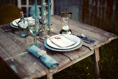 missingsisterstill: vintage blue decor, vintage blue table settings LOVE this shade of blue with rustic Blue Table Settings, Place Settings, Outdoor Dining, Dining Table, Dining Room, Outdoor Tables, Outdoor Parties, Provence, Purple Home