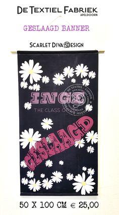Geslaagd banner met uniek ontwerp. Examen gehaald, de vlag uit! Textielposter voor binnen en buiten, tunnel in bovenzijde en houten stok om éénvoudig op te hangen. Banners, Banner, Posters, Bunting
