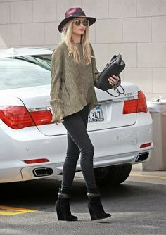 How to Chic: ROSIE HUNTINGTON WHITELEY OFF DUTY OUTFIT