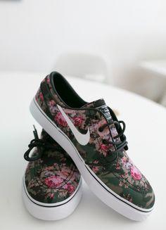 Kaufe meinen Artikel bei #Kleiderkreisel http://www.kleiderkreisel.de/herrenmode/turnschuhe-and-sneaker/132310298-nike-zoom-stefan-janoski-pd-digi-floral-85-42