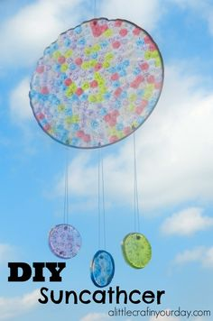 DIY Suncatcher Bloody awesome idea, and good way to get rid of those horrible pony beads that are kinda naff. Teen Summer Crafts, Summer Activities For Kids, Crafts For Teens, Craft Activities, Diy For Kids, Kids Crafts, Craft Projects, Craft Ideas, Tape Crafts