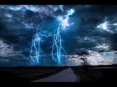 Relax con la musica della pioggia e tuoni durante il temporale - Relax with rain and thunderstorm in the sky - 2 Hours with the sound of nature live - Best o...