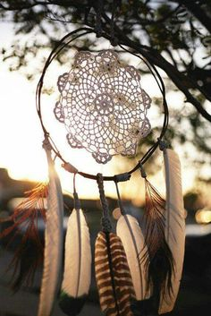 Items similar to Feather Love' Wood Vine Wreath Doily Dreamcatcher on Etsy American Gypsy, Native American Fashion, Feather Crafts, Feather Art, Crafty Projects, Projects For Kids, Vine Wreath, Wreaths, Mundo Hippie
