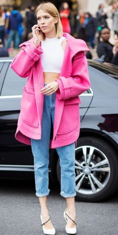 pink coat | boyfriend jeans | white crop top | Lena Perminova