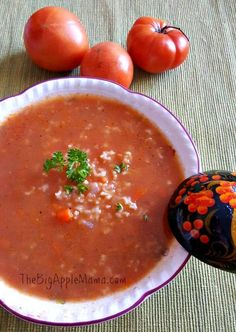 Tomato rice soup is delicious and each spoonful of this Polish country-style soup delivers the warming taste of tomatoes and luxurious texture. Tomato Rice Soup, Canned Tomato Soup, Chicken Rice Soup, Soup Recipes, Cooking Recipes, Cooking Ideas, Yummy Recipes, Yummy Food, Tasty