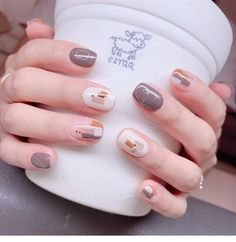 Here is a tutorial for an interesting Christmas nail art Silver glitter on a white background – a very elegant idea to welcome Christmas with style Decoration in a light garland for your Christmas nails Materials and tools needed: base… Continue Reading → Pretty Nail Art, Cute Nail Art, Cute Acrylic Nails, Nail Art Diy, Cute Nails, Gel Nails, Toenails, Nail Nail, Classy Nails