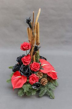 Bee Cupcakes, Facade House, Topiary, Ikebana, Funeral, Floral Arrangements, Merry Christmas, Christmas Decorations, Rose