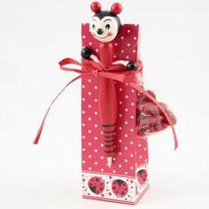 Bolígrafo mariquita con peladillas de chocolate. disponible para bautizo y boda.
