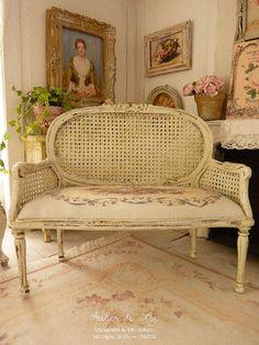 Miniature Marie-Antoinette canapé Louis XVI par AtelierMiniature