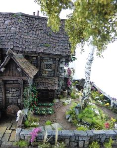Converted Building by Simone Pohlenz Tabletop, Dungeons And Dragons Miniatures, Witch Cottage, Architectural Sculpture, Medieval Houses, Painting Competition, Wargaming Terrain, Village Houses, Environment Concept