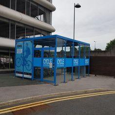 Ons dochterbedrijf Falco UK heeft een op maat gemaakte #fietsoverkapping Cycle Hub geplaatst bij het ziekenhuis in West Manchester. Met de Cycle Hub worden bezoekers en medewerkers gestimuleerd om op de fiets naar het ziekenhuis te komen. Hub, Manchester, Cycling, Trust, Foundation, Biking, Bicycling, Foundation Series, Ride A Bike