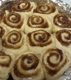 Cinnamon Rolls - No Yeast Quick Cinnamon Rolls - No Yeast. I added a little cup of caramel dipping sauce to the topping.Quick Cinnamon Rolls - No Yeast. I added a little cup of caramel dipping sauce to the topping. Delicious Desserts, Dessert Recipes, Yummy Food, Healthy Food, Dinner Recipes, No Yeast Cinnamon Rolls, Yeast Rolls, Biscuits, Gourmet