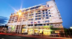 Golden Tulip Warsaw Centre Warsaw Located just a 4-minute drive from the Expo XXI International Expo Centre, and a 15 minutes' walk from the Warsaw Central Railway Station, Golden Tulip Warsaw Centre offers elegant air-conditioned rooms with free Wi-Fi.