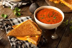 From sweet french toast to hearty mac and cheese, these healthy comfort food recipes have all the flavor and coziness of your favorite nostalgic meals. Best Tomato Soup, Tomato Soup Recipes, Chicken Soup Recipes, Sweet Potato Nachos, Vegan French Toast, Healthy Comfort Food, Healthy Eating, Comfort Foods, Healthy Cooking