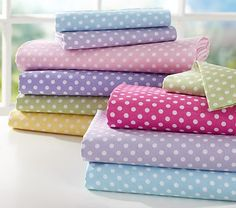 Organic Mini Dot Sheeting on potterybarnkids.com. 2 std. cases in bright pink or green $14.50 ea.