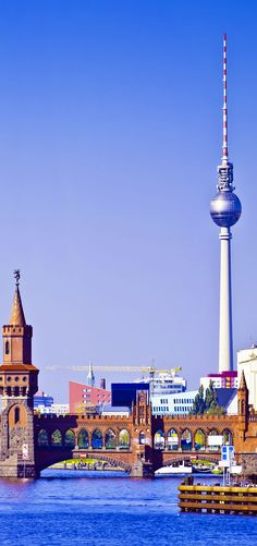 Ponte de Oberbaum em Berlim, Alemanha.  Fotografia: Christian Draghici | via Shutterstock.