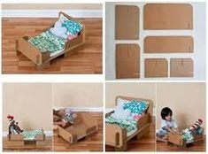 dolls bed diy cardboard - Google Search Baby Doll Bed, Doll Beds, How To Make Toys, How To Make Bed, Diy Dollhouse, Dollhouse Furniture, Small Baby Bed, Diy Lit, Cardboard Toys
