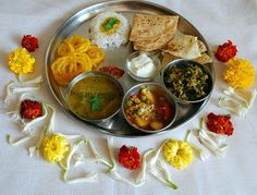 Do you like Indian food? Then read on and enjoy! Lunch Box Recipes, Veg Recipes, Baby Food Recipes, Indian Food Recipes, Ethnic Recipes, Potato And Pea Curry, Spicy Pickles, Best Edibles, Veg Dishes