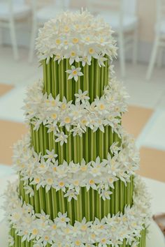 Daisy and bamboo wedding cake Beautiful Wedding Cakes, Gorgeous Cakes, Pretty Cakes, Cute Cakes, Amazing Cakes, Cake Wedding, Rodjendanske Torte, Bolo Floral, Floral Cake