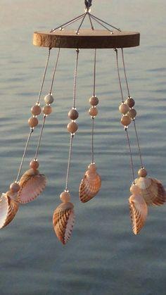 Seashell Wind Chimes, Diy Wind Chimes, Seashell Art, Beach Crafts, Diy Home Crafts, Seashell Projects, Seashell Crafts Kids, Seashell Decorations, Coordinating Colors