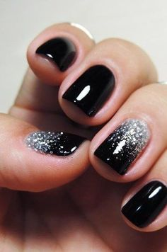 70 Stunning Glitter Nail Designs-Glitter nail art designs have become a constant favorite. Almost every girl loves glitter on their nails. Glitter nail designs can give that extra edge to your nails and brighten up the move and se… Glitter Nail Art, Nail Art Diy, Black Nails With Glitter, Black Silver Nails, Black Ombre Nails, Silver Ombre, White Glitter, Glittery Nails, Glitter Nail Designs