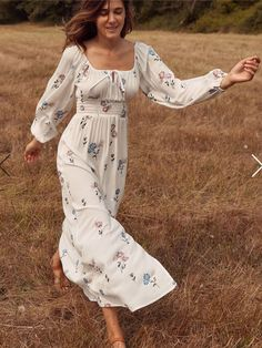 Shop the Christy Dawn dress collection for timeless, handmade vintage inspired clothing to look great on any occasion, while supporting sustainable fabric sourcing practices. Fashion Mode, Modest Fashion, Boho Fashion, Fashion Dresses, Feminine Fashion, Womens Fashion, Simple Dresses, Cute Dresses, Vintage Dresses
